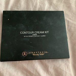Anastasia Beverly Hills Cream Contour in Light